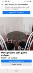 Mesa pequena com 4 cadeiras