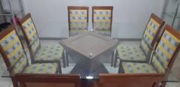 Mesa de vidro quadrada, base de madeira com 8 cadeiras