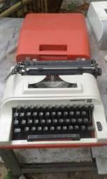 Vendo maquina de escrever remington 15