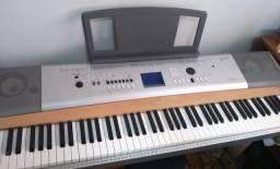 Piano digital Yamaha DGX 630
