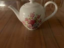 Bule ou cafeteira porcelana com motivos florais