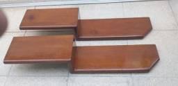 Prateleira de madeira