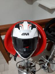 Vendo capacete givi semi novo ótimo estado