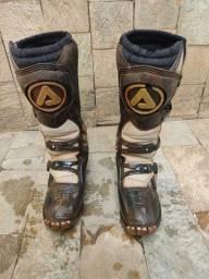 Vendo bota de trilha para sair hoje
