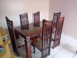 Mesa estilo colonial com 6 cadeiras + Aparador
