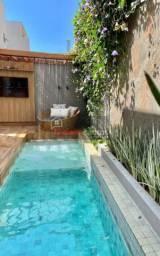 Casa em 2 pavimentos, com 180m², suítes e piscina