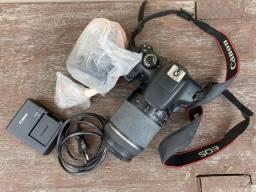 Canon EOS 1300D com lentes (18-55mm) kit + Tamron (18-200mm)