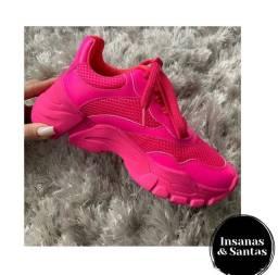 Tênis rosa neon