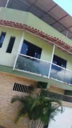 Casa grande com garagem e terraço