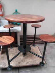 Mesa em madeira maciça, artesanal,