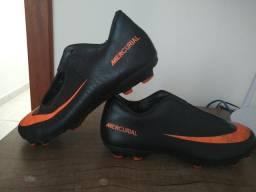 715f4bf56d176 Barbada Chuteira número 35 Nike Mercurial Campo 80,00 Ac Cartão