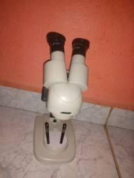 Microscópio trinocula