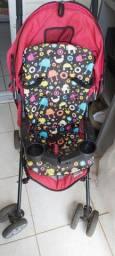 Carrinho de bebê com almofada importada