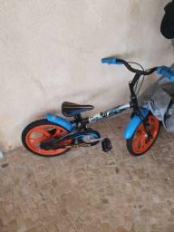 Bicicleta Caloi aro 16 hot wheels infantil R$ 399