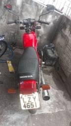 Vendo cg  125 ano 83 moto boa motor bom feito a pouco tempo original pra vender hj 3800