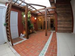 G - Casa com 3 quartos em excelente localização no Centro de Guarapari