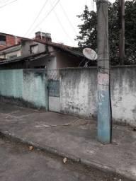 Terreno com casas edificadas no Cabral