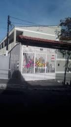Apartamento com 2 dormitórios, sala, cozinha e banheiro na Vila Dalila