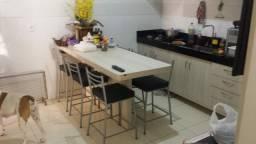 Vendo casa próx ao FÓRUM toda mobiliada com planejados, porcelanato. 2 qts sendo 1 suíte.