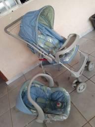Carrinho infantil  com bebê conforto estado de novo bem cuidado..