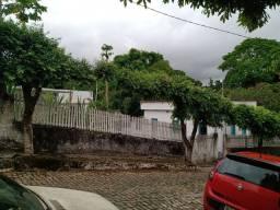 Vende-se duas casas no mesmo terreno