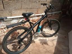 Bicicleta Caloi e suporte automotivo para bike