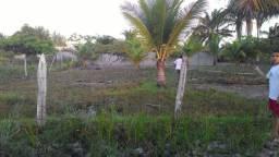 Vendo terreno na praia  de Canavieiras  por 20mil ou troco por veiculo ni mesmo  valor.