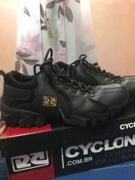 Sapato da cyclone