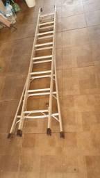 Escada Extensível 2x8 Em Alumínio Com 16 Degraus