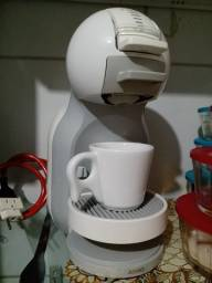 Cafeteira Nestlé Dolce Gusto mini me.