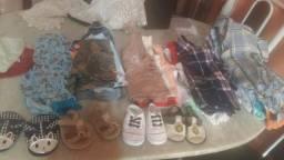 Lote de roupas e percatas