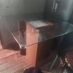 Vendo mesa 200 reais sem avaria,sem cadeira.