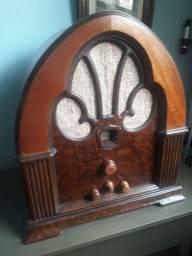 Rádio antigo Philco capelinha