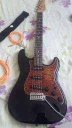 Guitarra Strato G-100 Preta com Escudo Tortoise GIANNINI<br><br>