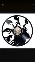 Relógio de parede feito em vinil modelo salão de beleza