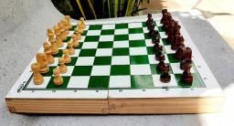 Lindo Xadrez usado de madeira envernizado em Jaboatão/ Pe