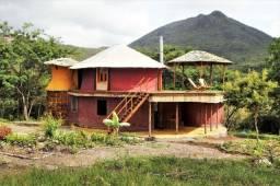 Vale do Capão Casa Artística 15 mil m2 com rio 2 quartos a menos de 1km da vila