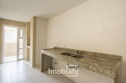 Apartartamento amplo com churrasqueira e lareira. Localização central