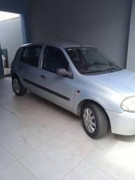 Clio 2001, 4 portas com ar condicionado, impecável