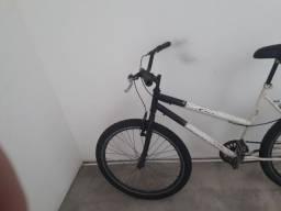 Vendo bicicleta aro 26 peneus novos assento novo  aro aero muito boa só pega e anda