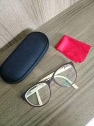 Óculos arredondado usado
