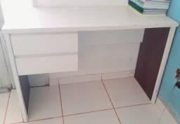 Mesa, escrivaninha