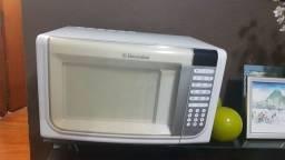 Microondas Electrolux 31 litros.