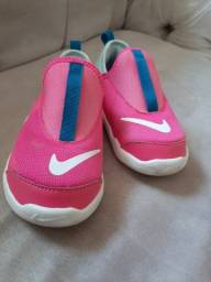 Tênis infantil menina Nike 22 ou 23