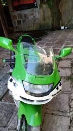 vendo moto Kawasaki ZX 600