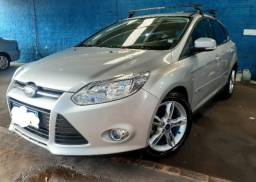 Ford Focus Hatch 2.0 SE 4P Powershift 2015 banco de couro e rodas de liga leve