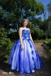 Lindo vestido bordado para debutante