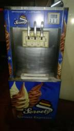 Máquina  de sorvete de casquinha no n estado