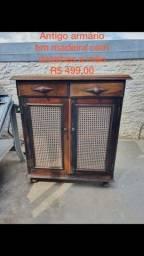 Armário antigo em madeira