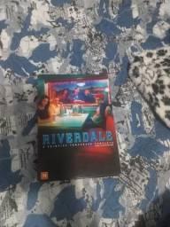 Vendo primeira temporada de riverdale original
